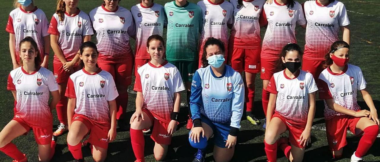 Las chicas del equipo infantil-cadete del Ciutat de Xàtiva CFB.   CIUTAT DE XÀTIVA