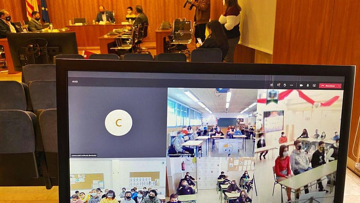 Una reciente sesión telemática, con escolares, en el salón de plenos del Ayuntamiento de Orihuela.