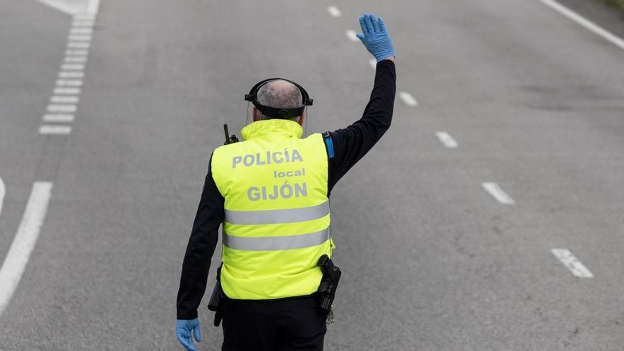 Sancionados un ciclista y el conductor de un patinete tras colisionar y dar positivo en alcoholemia en Gijón