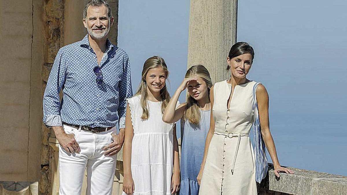 Los reyes Felipe y Letizia, junto a sus hijas, la princesa Leonor y la infanta Sofía