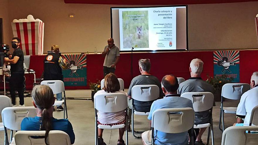 Javier Talegón presenta su libro sobre el lobo en Villardeciervos