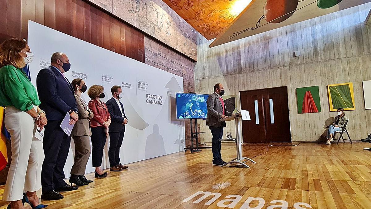 Imagen de la presentación de la propuesta, ayer, en la sala de prensa de Presidencia del Gobierno en Tenerife. | | EL DÍA