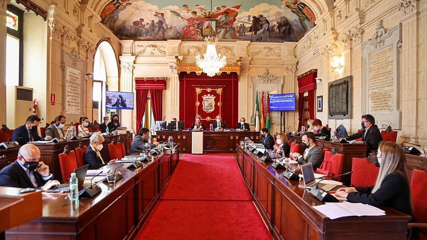El soterramiento del tren del puerto, los barrios y los aforos culturales, a debate en el pleno de Málaga