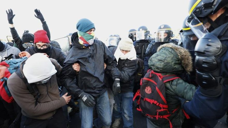 Tsunami Democràtic fa una crida per col·lapsar la frontera basca