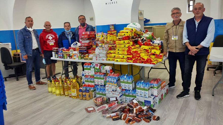 Los vecinos de San Pedro donan 700 kilos de comida para familias necesitadas