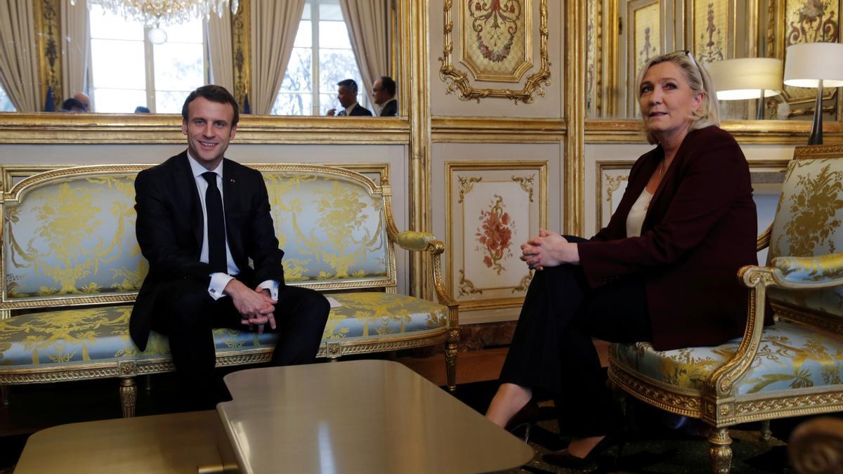 Emmanuel Macron y Marine Le Pen en una reunión anterior