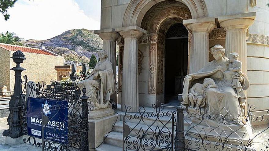 Finaliza la restauración del panteón Pedreño y Deu