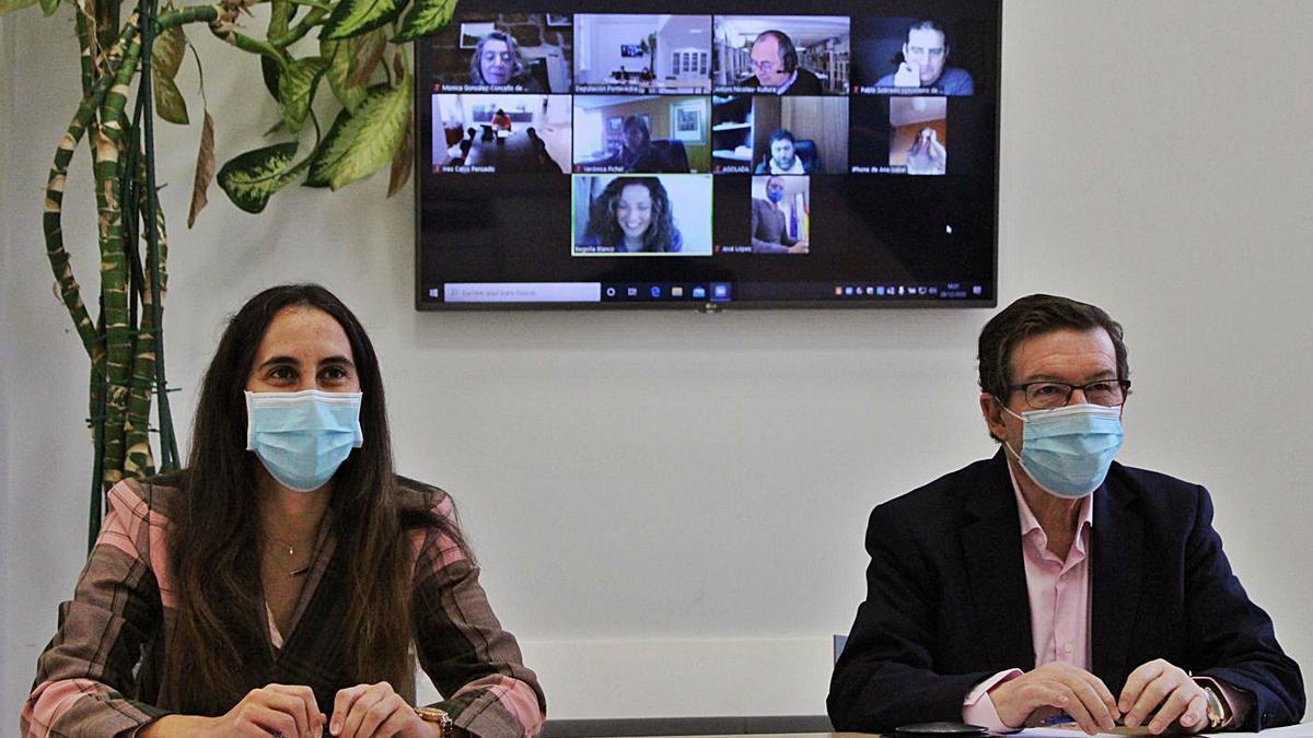 Ana Laura Iglesias y Carlos Font, durante la presentación del proyecto a los concellos de la zona.
