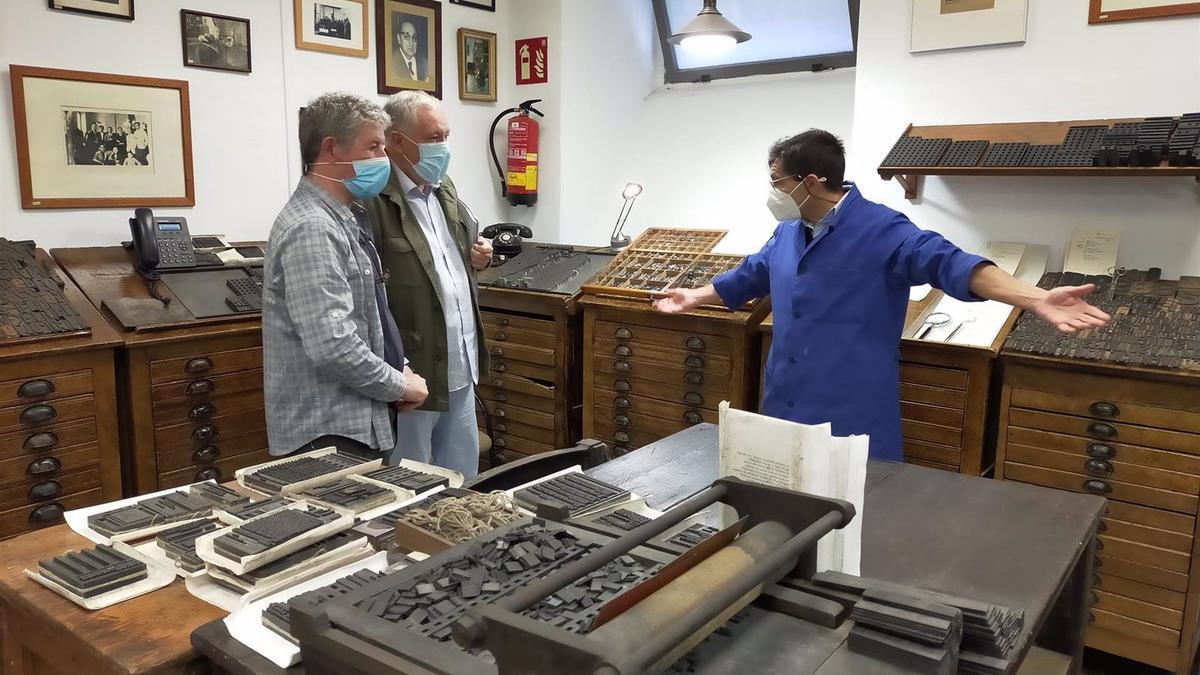 Rodaje de la película documental 'Luis Cernuda, habitante del olvido' en Málaga en la antigua Imprenta Sur