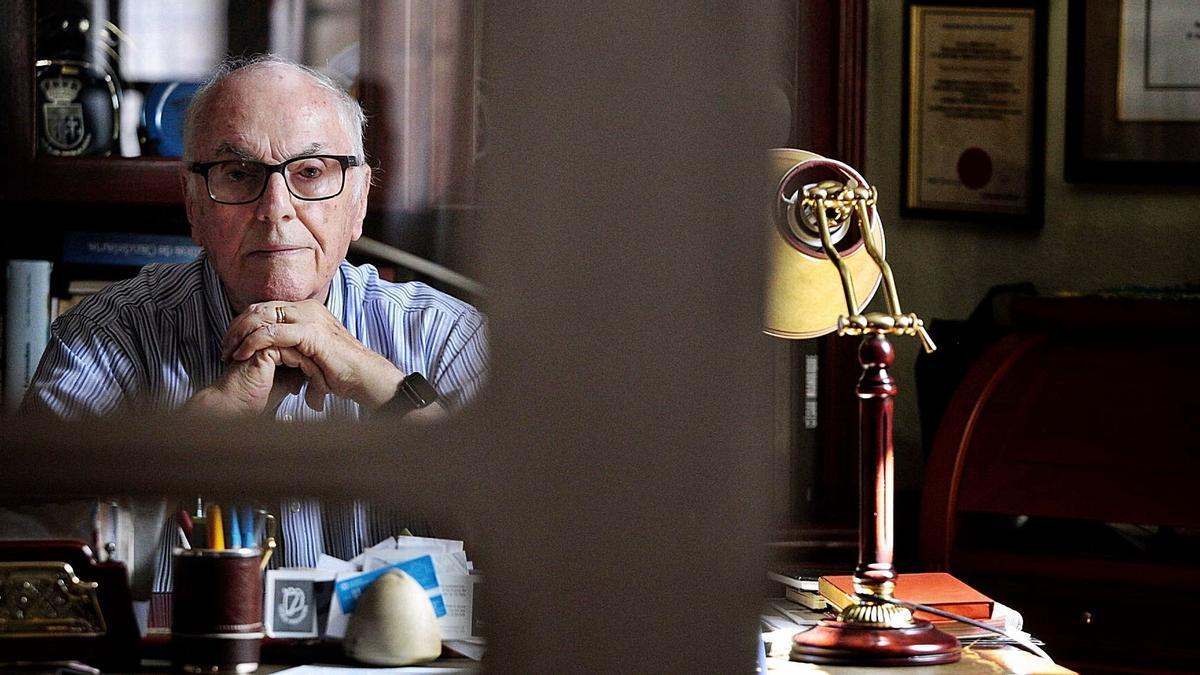 Elfidio Alonso Quintero, periodista y confundador de Los Sabandeños, en su domicilio.