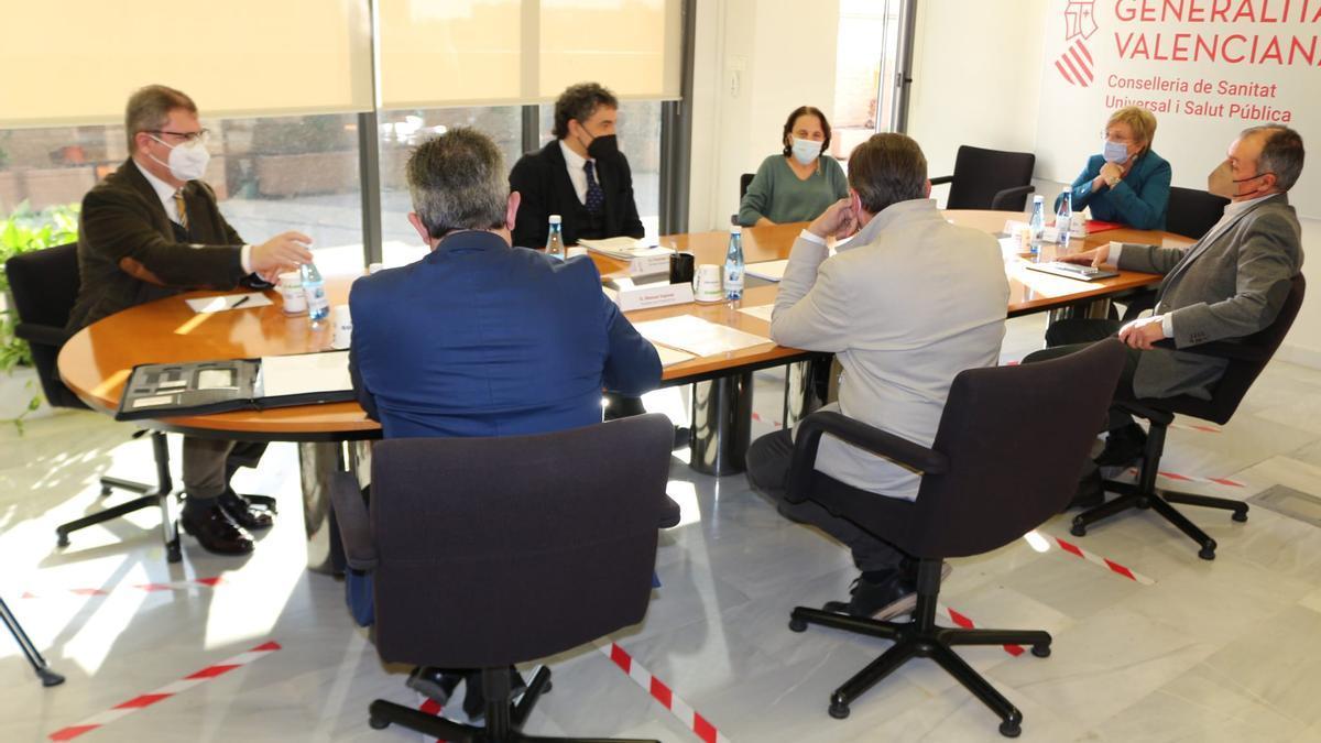 Imagen de la reunión celebrada esta tarde entre el Consell y las patronales de la hostelería