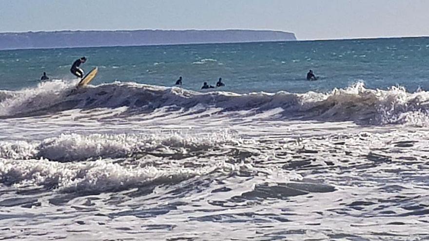 Surf en Cala Major para aprovechar las olas