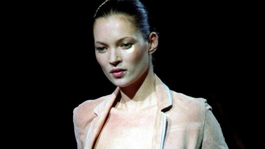 Kate Moss celebra sus bodas de plata en el mundo de la moda