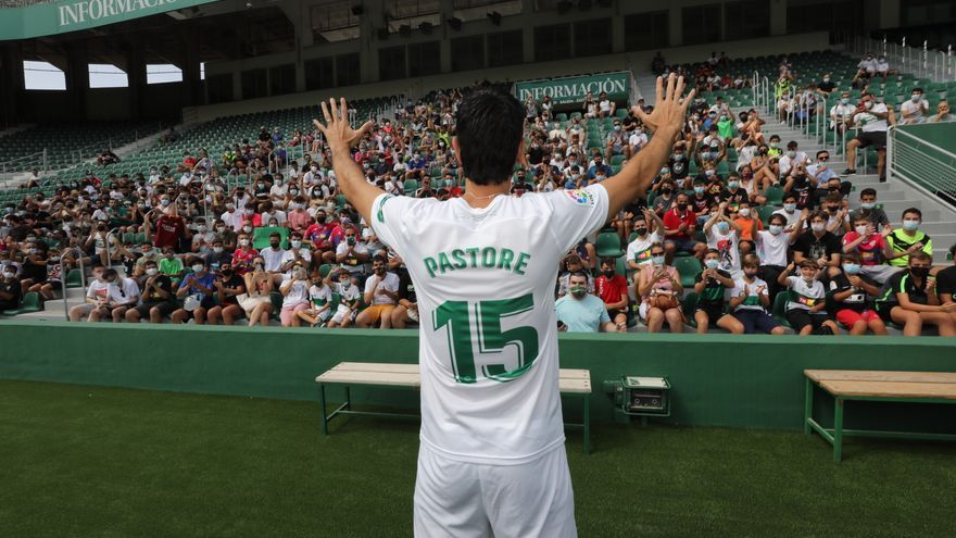 El Elche reparte dorsales: Pastore, el 15; Lucas Pérez, el 12