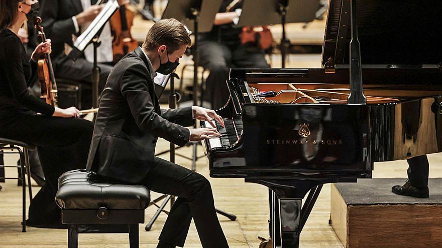 Dmytro Choni, virtuosismo y madurez de un joven pianista