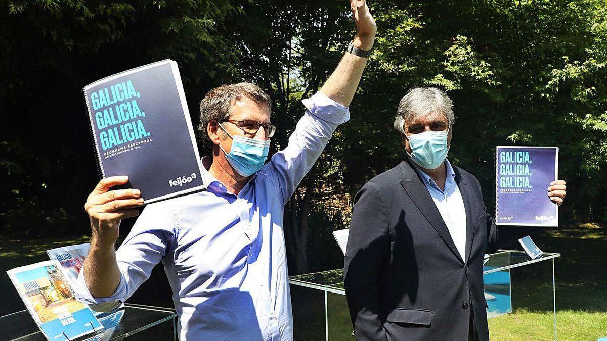 Feijóo y Puy, ayer en Santiago.
