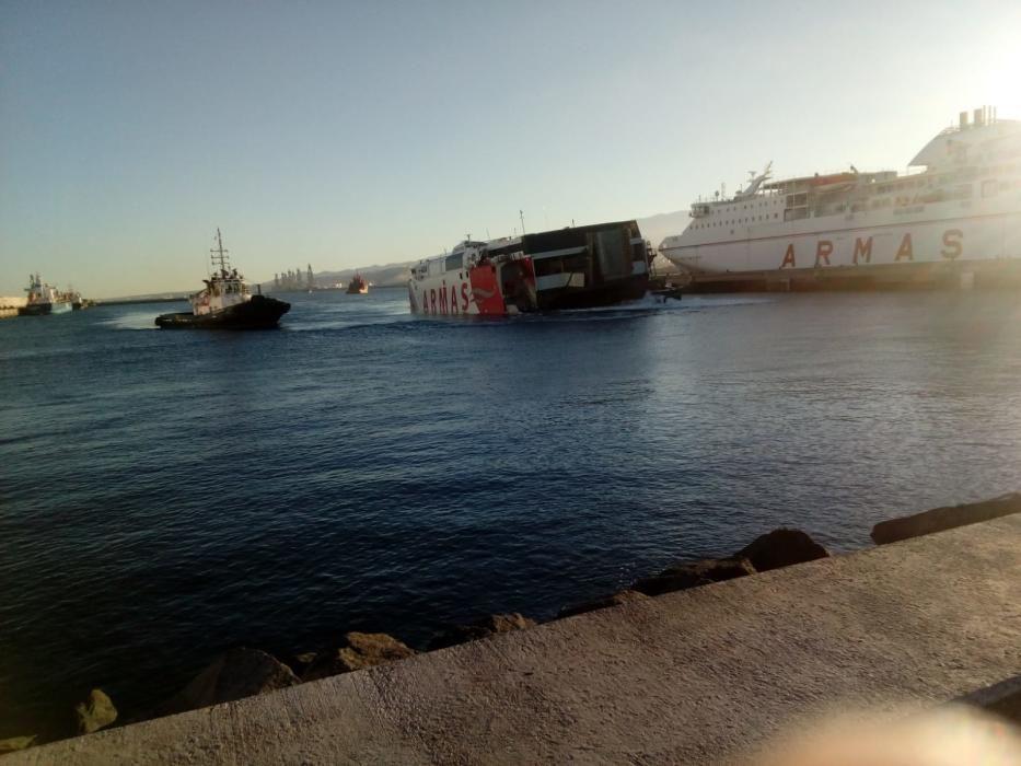 El barco de Armas, en puerto.