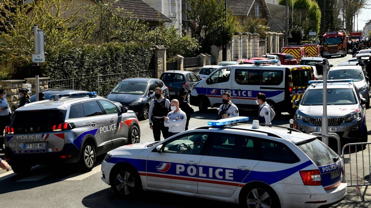 Despliegue policial en Rambouillet.