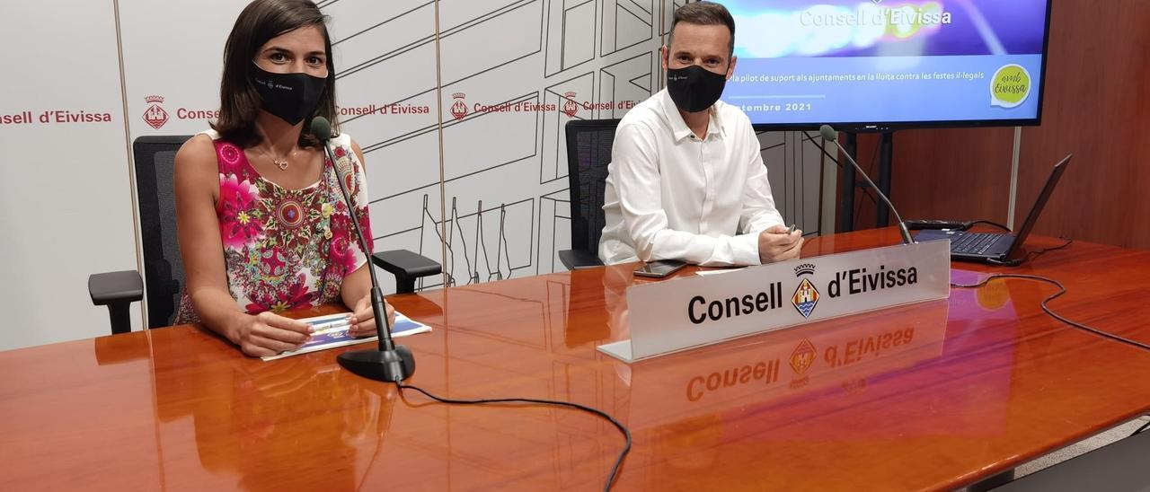 Naihara Cardona y Mariano Juan, en la rueda de prensa celebrada en el Consell.