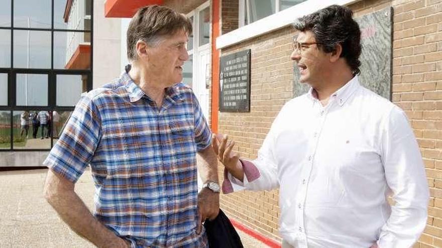 Ricardo Rezza visita Mareo en su regreso a Gijón para rememorar el duelo ante el Torino