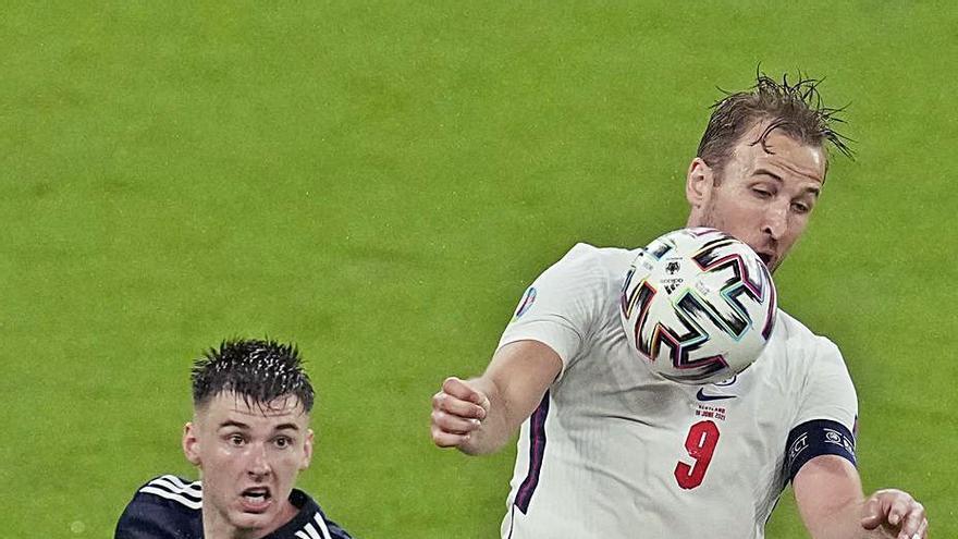 Inglaterra encoge contra Escocia