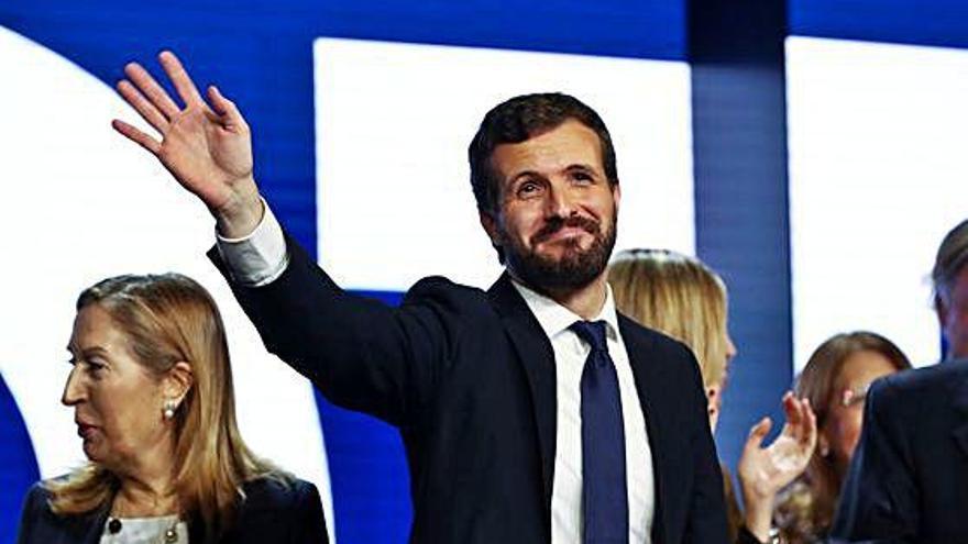 Casado demana               el «vot prestat»                 als socialistes i als partidaris de Vox i Cs
