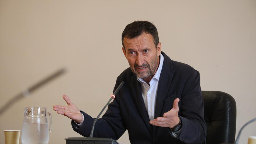 El alcalde de Elche critica al PP por pedir un pleno para defender a la corona
