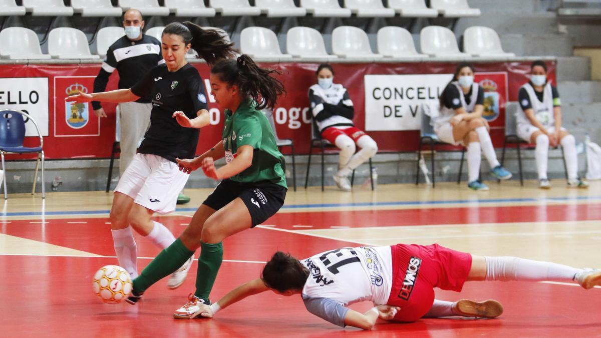 Un lance de un partido de esta temporada en As Travesas. / Alba Villar