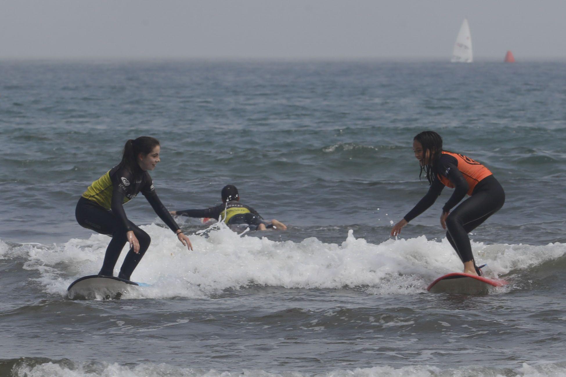 Surfistas en San Lorenzo