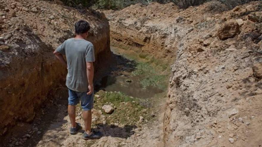 Indignación vecinal al seguir el vertido de aguas fecales en el Cabo