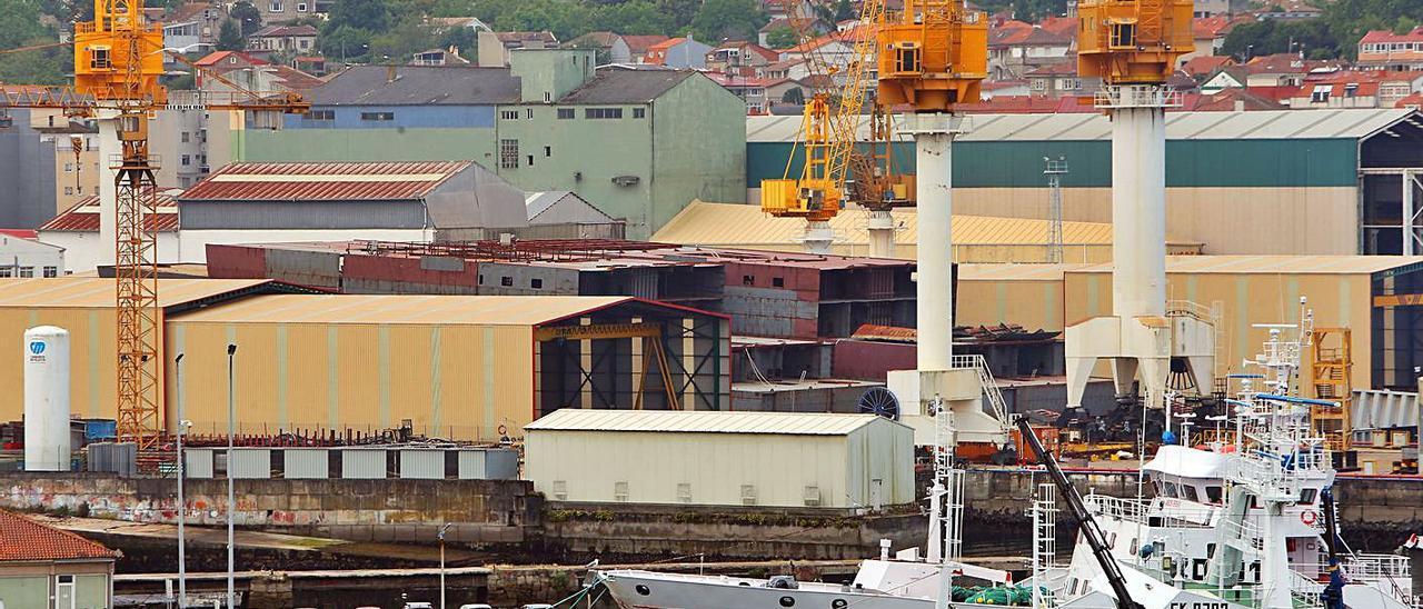 El astillero Hijos de J. Barreras, con los bloques del proyecto Havila a la vista.