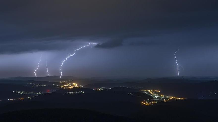 La AEMET contabiliza más de 570 rayos durante este martes en Extremadura