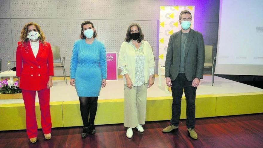 """Os sanitarios avisan: """"A vacina non vai ser a salvación, a máscara chegou para quedar"""""""