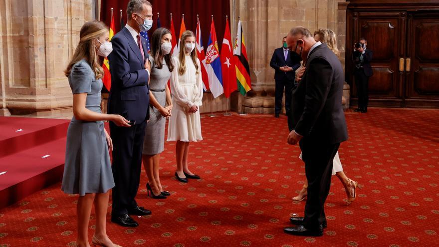 Los Reyes y sus hijas abren sus audiencias con las Medallas de Oro 2021