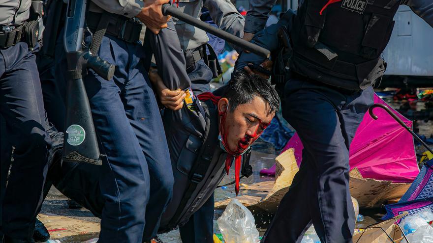 Al menos diez muertos en una nueva jornada de protestas en Birmania