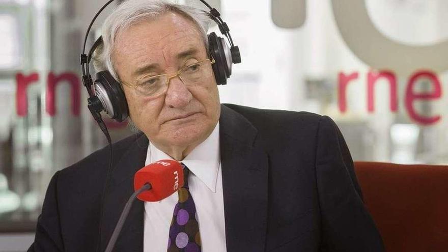 Luis del Olmo y sus 50 años en la radio protagonizan hoy 'Imprescindibles' en La 2