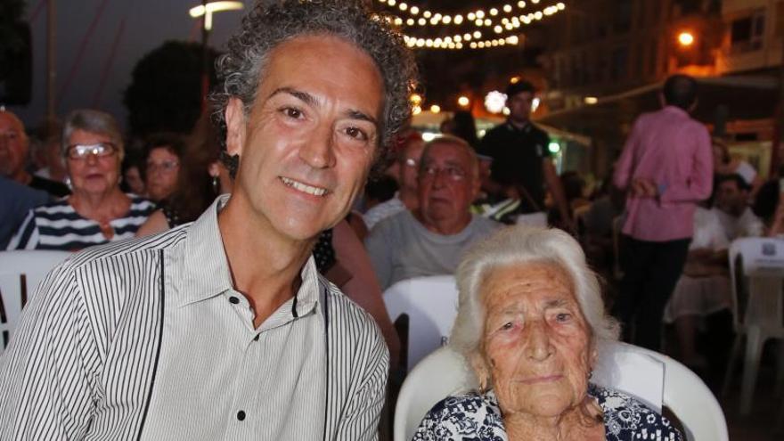 Mario González: «El barrio necesita un buen lavado de cara y un centro social para fomentar la convivencia»