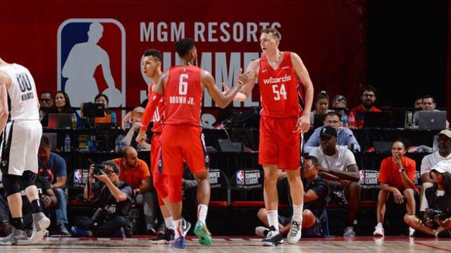 Los Washington Wizards fichan a Anzejs Pasecniks