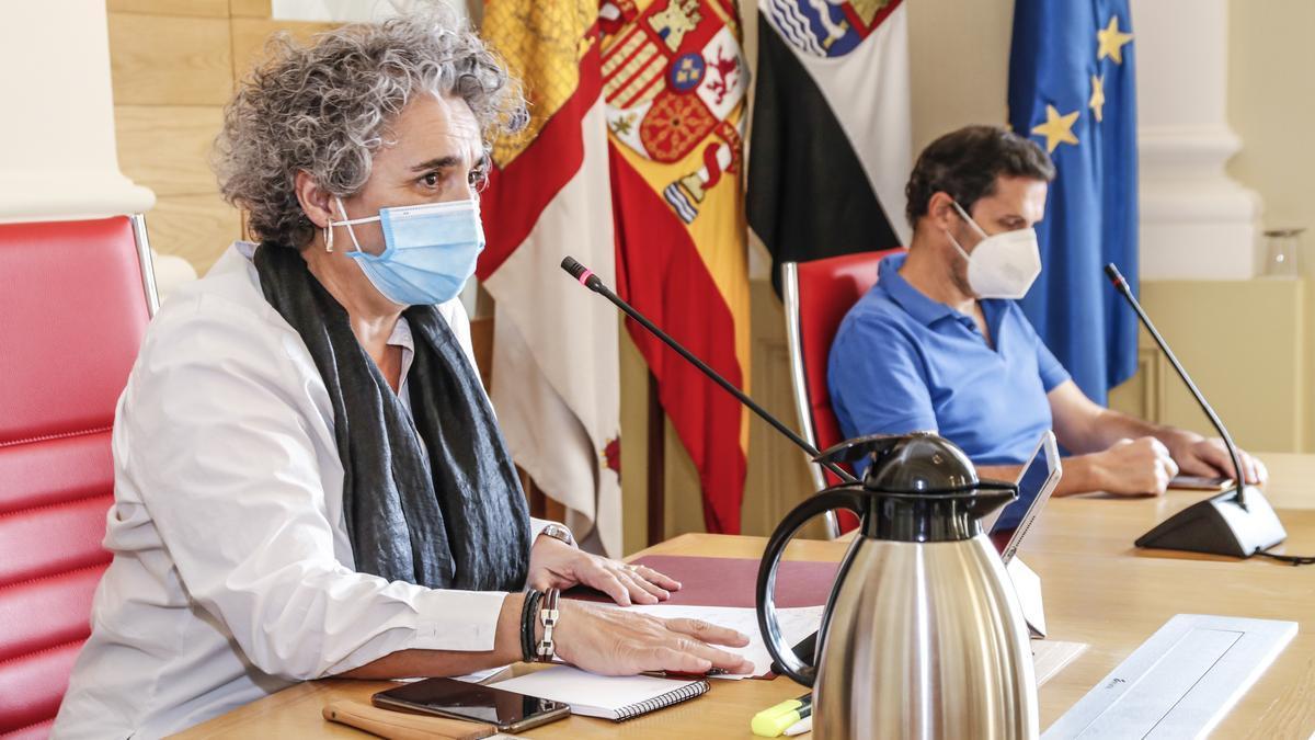 María José Pulido, primera teniente de alcalde, presidió el pleno en sustitución del alcalde, Luis Salaya, de viaje en Madrid.