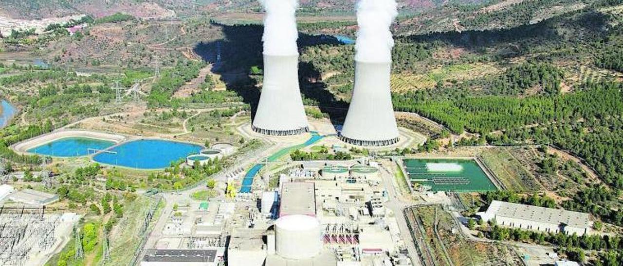 Vista aérea de la central nuclear de Cofrentes.   E.P.