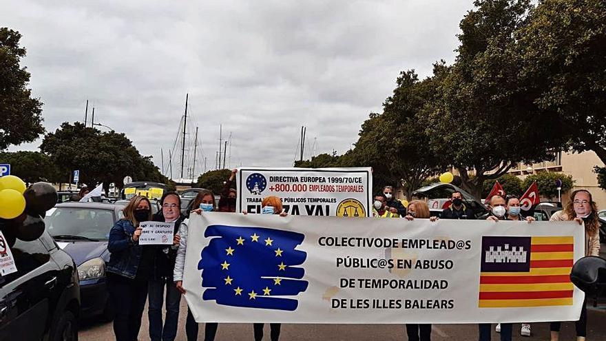 Caravana de funcionarios interinos en Palma contra el «abuso» de la temporalidad