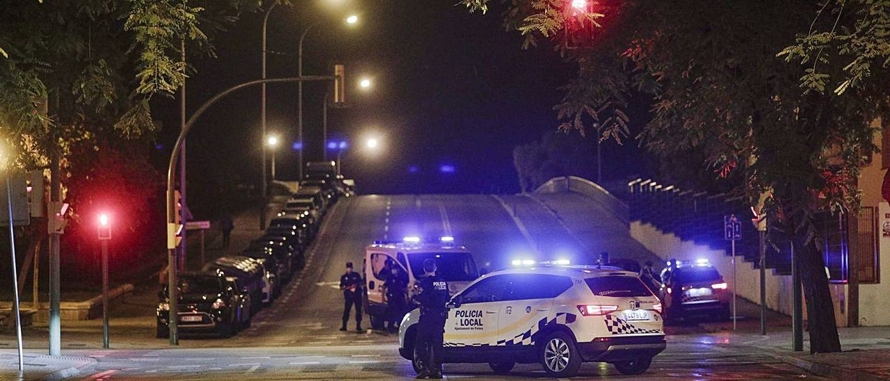 Patrullas de la Policía Local de Palma, durante un control.