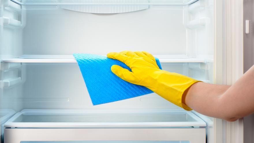 El truco de limpieza infalible para dejar la nevera como nueva