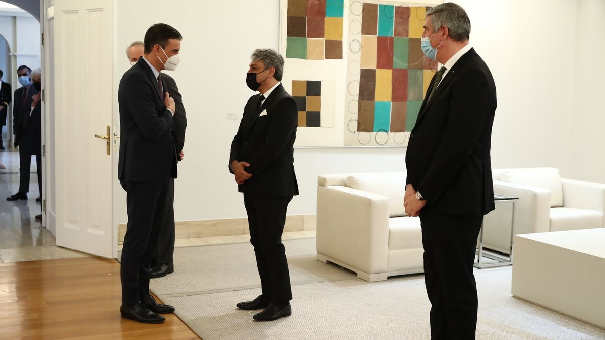 Sánchez meets with the global CEO of Renault.