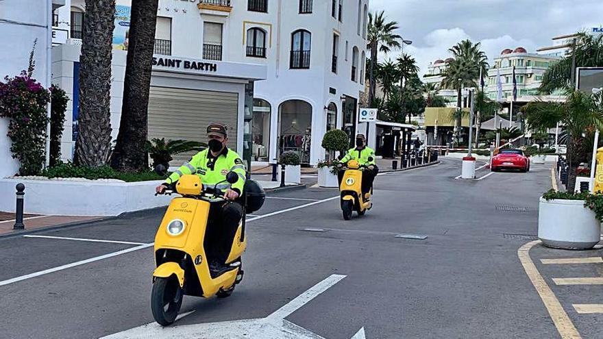 Motocicletas eléctricas para mejorar el aire de Puerto Banús