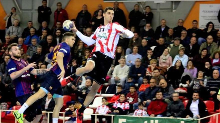 El extremo Josep Folques regresa al Balonmano Benidorm