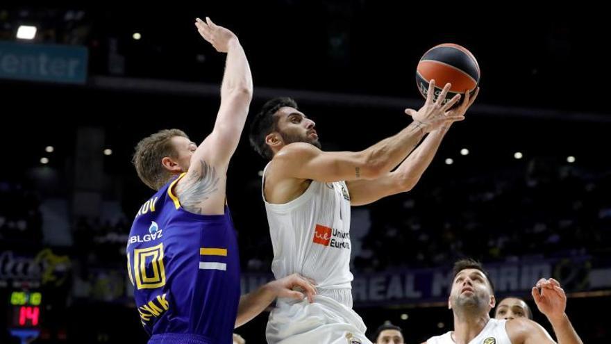 La defensa y el remate final de Carroll dan la victoria al Madrid ante el Khimki