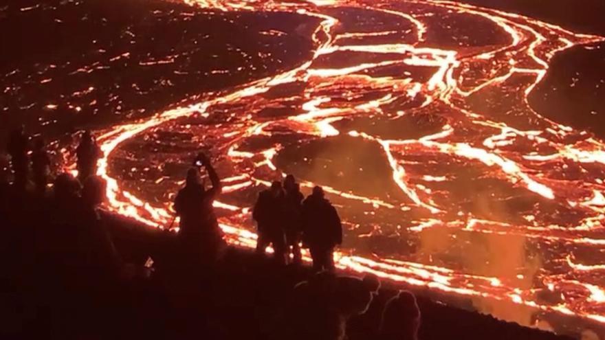 Los expertos creen que la erupción podrá durar entre uno y tres meses