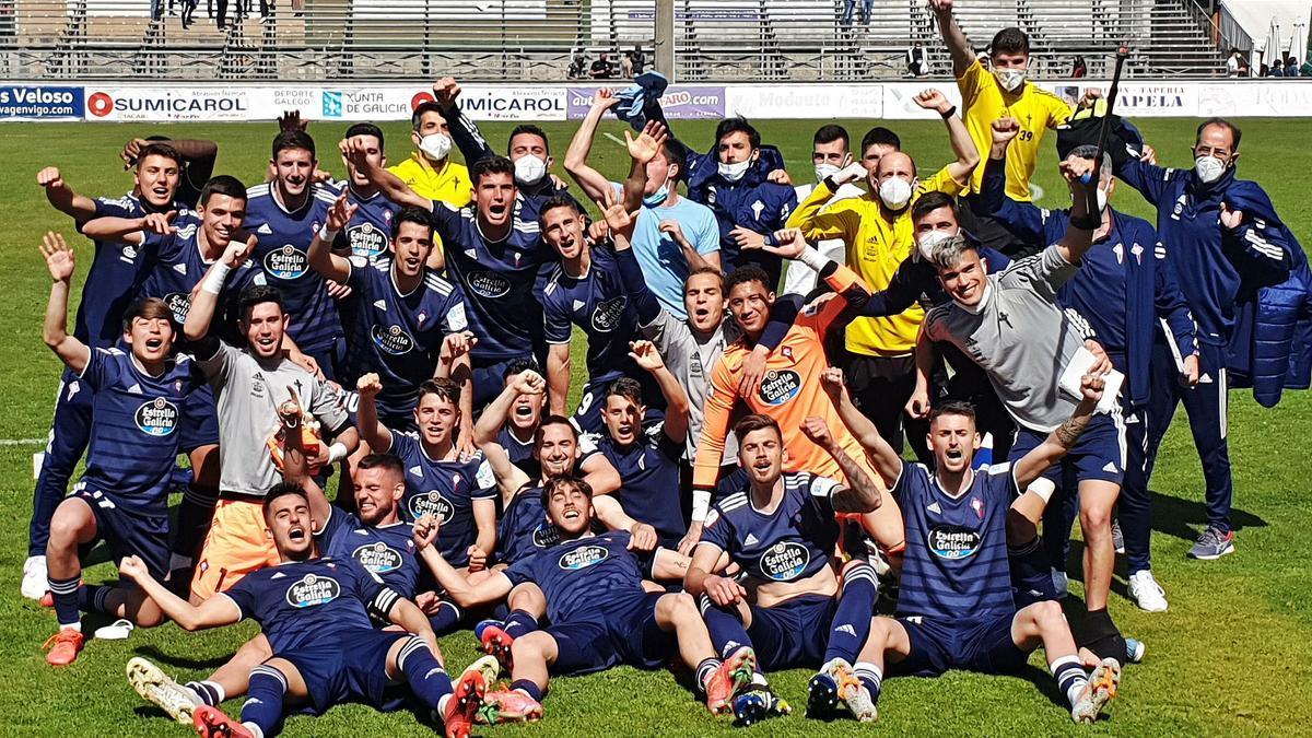 Los jugadores del Celta B festejan la victoria en O Vao. | // MARTA G. BREA