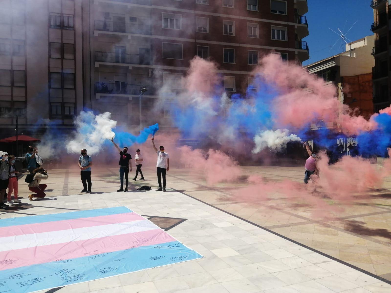 Concentración a favor de la igualdad de las personas trans en Castelló
